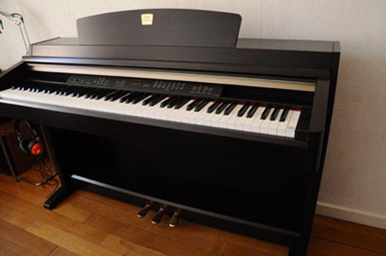 Đàn Piano Điện Yamaha CLP 230R